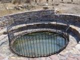 Polichnitos' ta kaplıca kuyusu