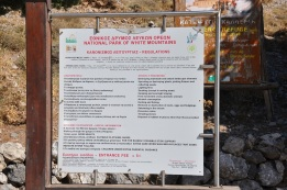 Samarias kanyonu bilgi tabelası