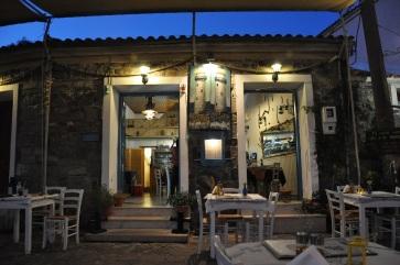 Molivos balıkçı koyunda taverna