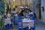 Skala Eresou' da sokak masaları
