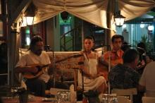 Skala Potamia' da akşam müziği