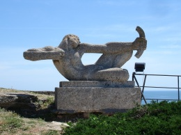 Kaliakra, okçu adam heykeli