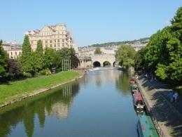 Bath, kanal üzerinde Pulteney Köprüsü