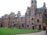 Üniversite avlusu