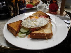 Grand Place' de kahvaltı