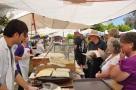 Yalıkavak pazarında gözlemeciler