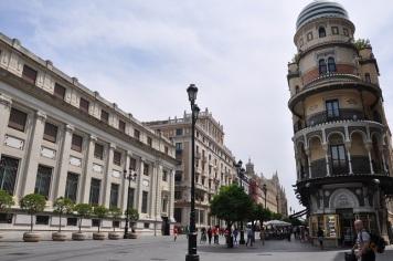 Avenida de la Constitucion ve Adriatica binası