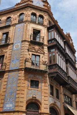 Binaların cephe süslerine bir örnek
