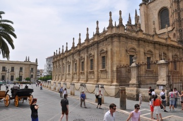 Katedralin arka cephesi
