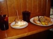 Pintxos tabakları ve milli içecek Sangria