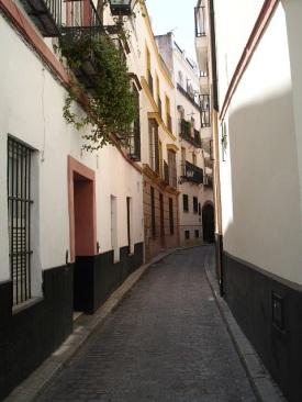 Sevilla'da iyice daralan sokaklar
