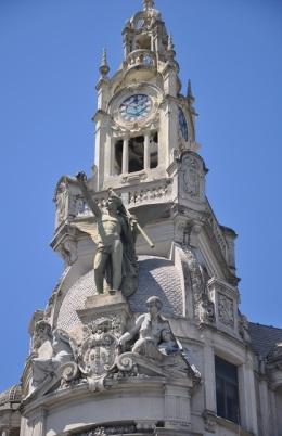 Hürriyet meydanına bakan saat kulesi