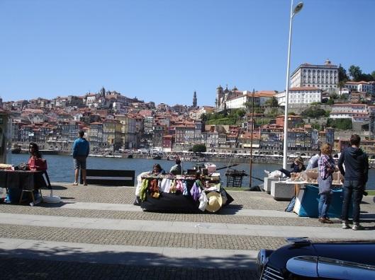 Karşı yakadan eski Porto (sağ üstte Episcopal Palace)