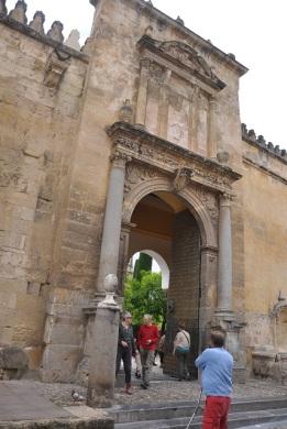 Mezquita dış kapılarından birisi