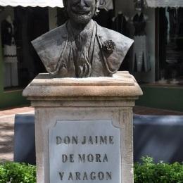 Aktör De Mora (Jimmy) büstü