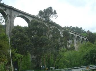 Oviedo yolunda tarihi köprü