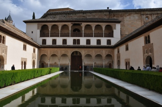 Patio de Arrayanes ve Comares Palace