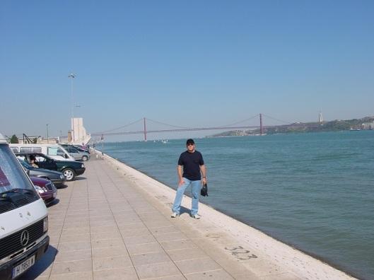 25 Nisan Köprüsü fonunda Belem sahili