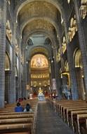 Katedralin ana salonu
