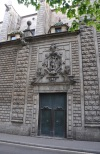 Kilise kapısı