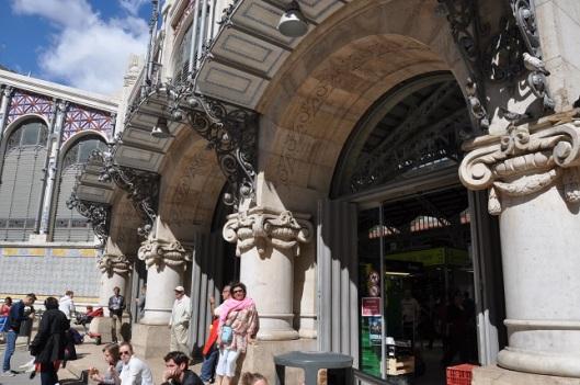 Mercado Central' in yan kapısında