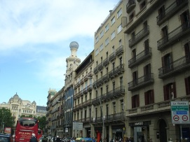 Plaza de Catalunya'dan La Rambla'ya giriş