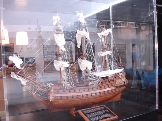 Vasvo de Gama'nın üç gemisinden birisi