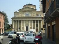 Aşağı şehirde bir kilise