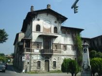 Bergamo yolunda bir plastik fabrikası