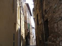 Bir başka dar sokak