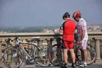 Biraz kilolu İtalyan bisikletçiler