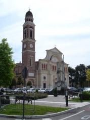 Güzergah üzerinde bir kilise