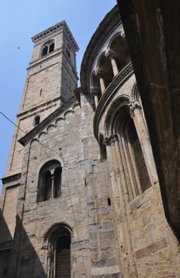 Katedral çan kulesi