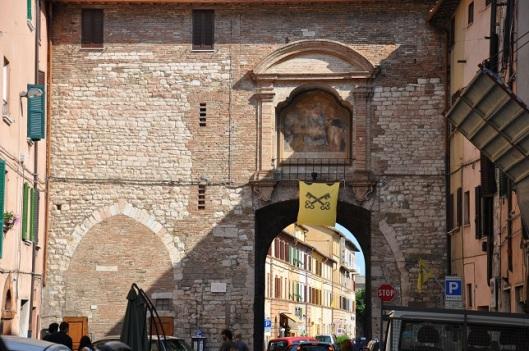 Roma kapılarından birisi