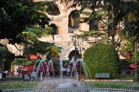 Bra meydanında park