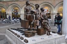 Liverpool Street istasyonu girişindeki heykel