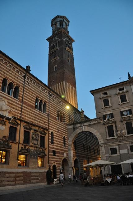Signori meydanı ve kule