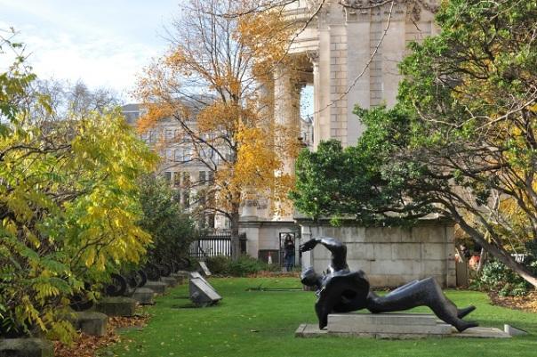 St.Paul's Katedrali bahçesi