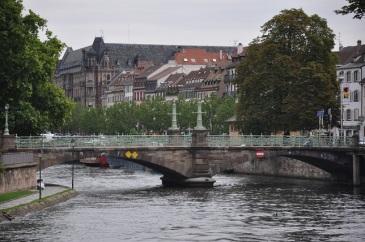 Kanal üzerinde tekneler