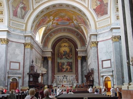 Katedralin içi