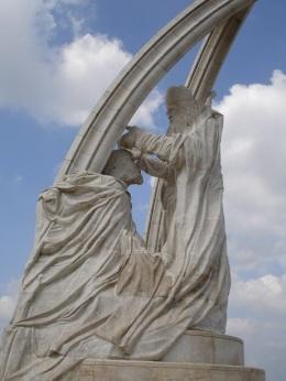 Kralın taç giyme töreni heykeli