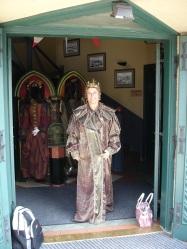 Lokantada tarihi kıyafet
