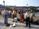 Charles Bridge üzerinde müzisyenler