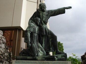 Julyanus ve Gerardus heykeli