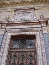 St.Istvan Kilisesi kapılarından biri