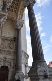 Bazilikanın girişi