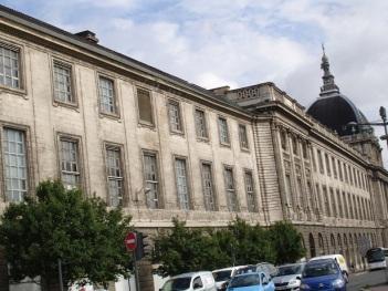 Üniversite binaları