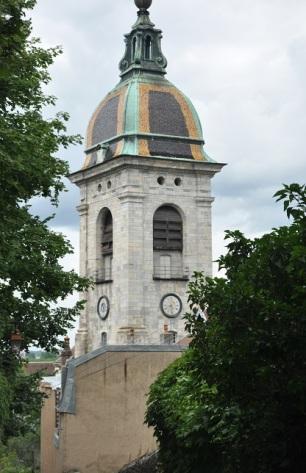 Kilise saat kulesi