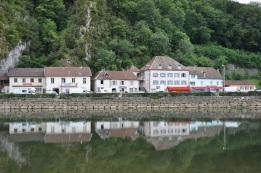 Nehir kenarında lokantalar