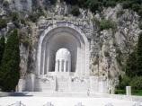 Dünya Savaşlarında ölenler için yapılan anıt
